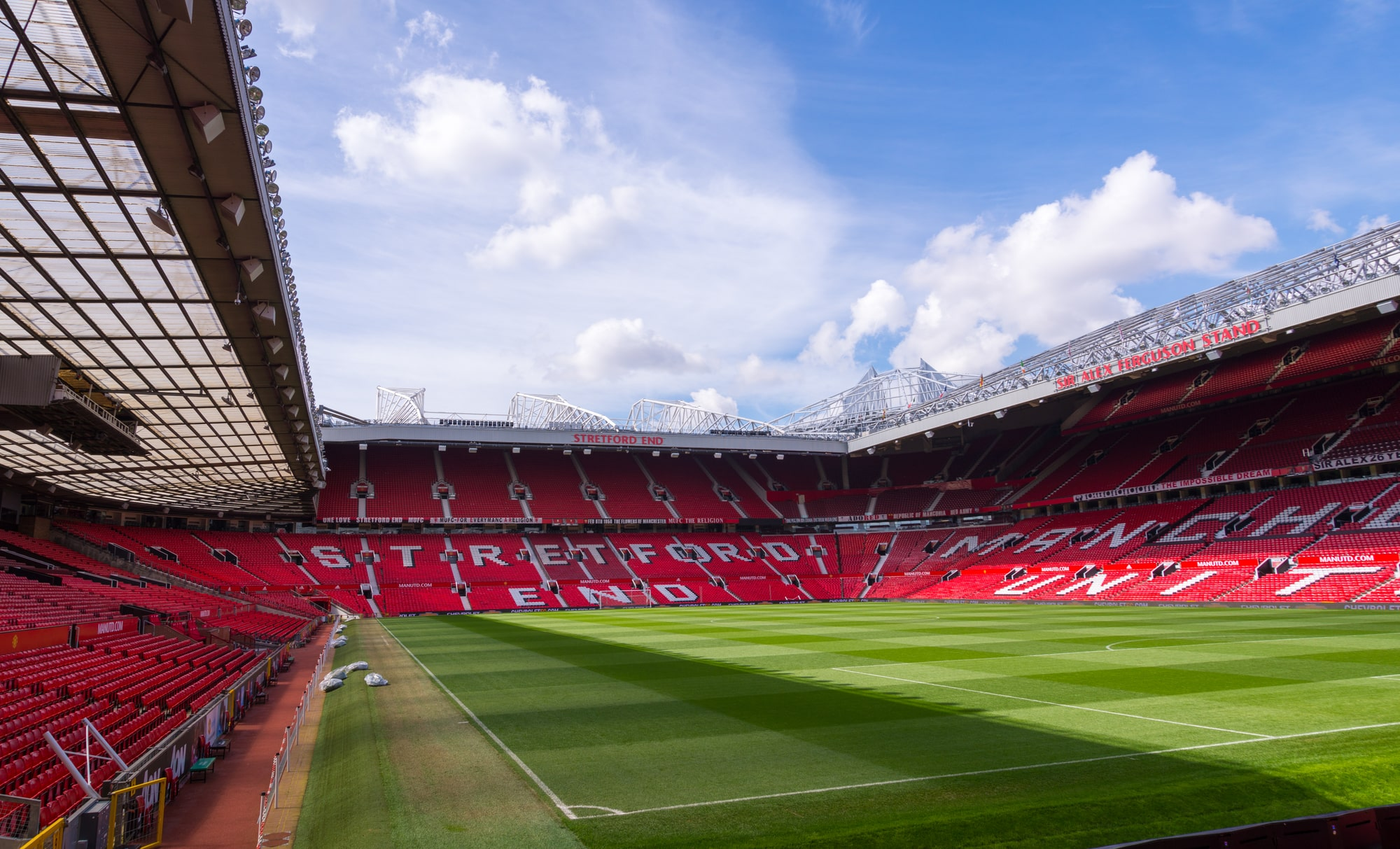 Manchester United v Liverpool Postponed as fans invade Old Trafford pitch