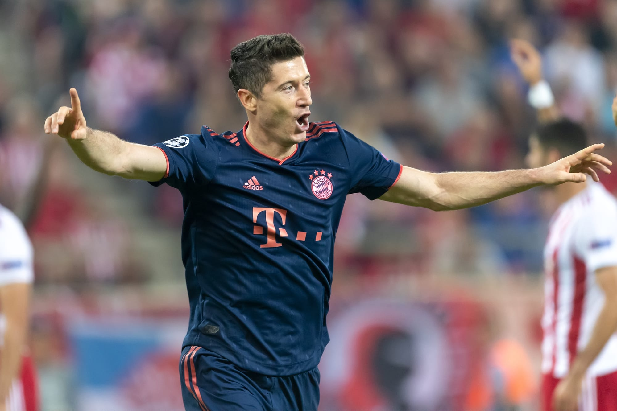 Lewandowski scores in the Olympique Lyonnaise 0 Bayern Munich 3 match